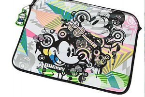 laptop2 300x200 Urban Gear Reversible Mickey Laptop Sleeve